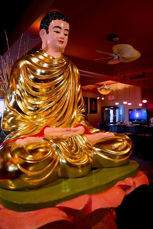 golden buddah statue